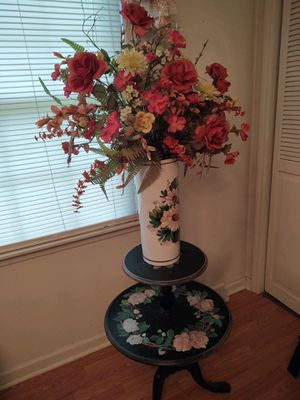 Antique Table with flower arrangement for Sale in Johnson City, TN