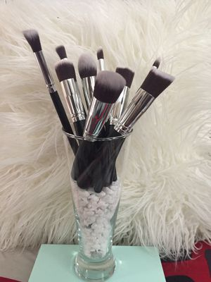 !!MAKEUP BRUSHES!!NEW!! $1, $2 EACH OR $10 SET!! for Sale in Perris, CA