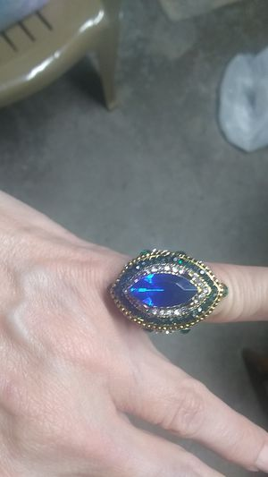 Vintage statement ring. NOT real gold. Size 7 for Sale in Freeland, PA