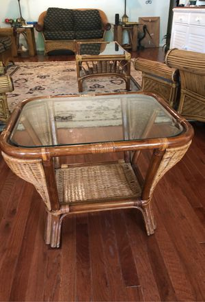 Glass top end table rattan/bamboo for Sale in Tarpon Springs, FL