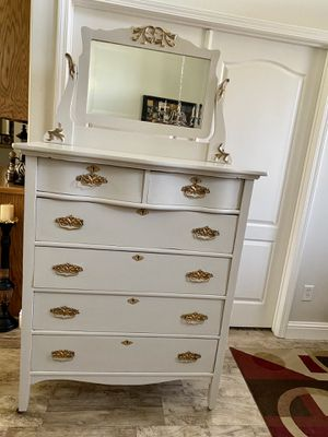DRESSER/ANTIQUE 1800's/MIRROR/SEE PHOTOS for Sale in Bakersfield, CA