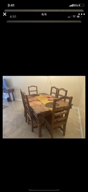 $100 table for 6 for Sale in Miami, FL
