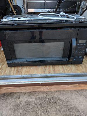 Black built in microwave for Sale in Lake Wales, FL