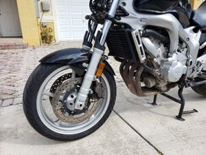 Motorcycle Yamaha 600cc 2005 for Sale in Miami, FL