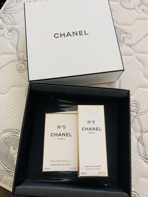 Perfume chanel 5 set for Sale in Rancho Cordova, CA
