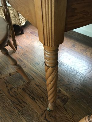 Oak Dinning room table with 2 leaves for Sale in Washington, DC