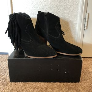 Black Suede Steve Madden Ankle Booties w/ Fringe (Women's Size 8 1/2) for Sale in San Diego, CA