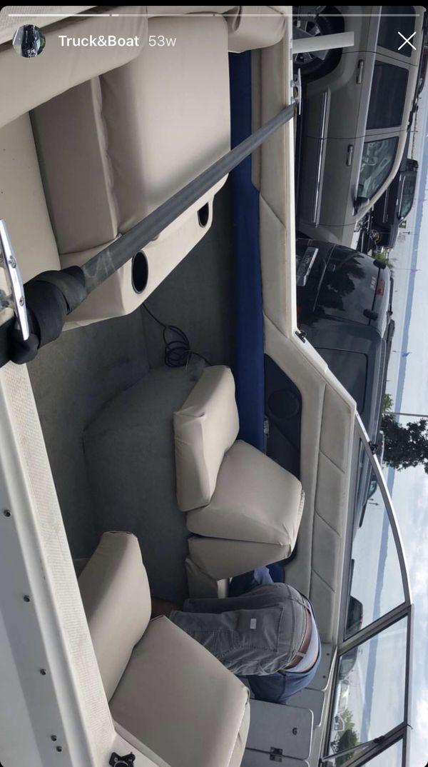 1995 Bayliner Capri Cabin Boat