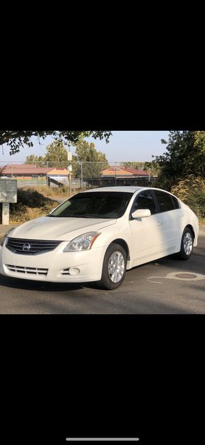 2011 Nissan Altima for sale 5,500 for Sale in Woodland, CA