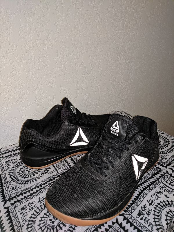 Athletic shoes men 9.5
