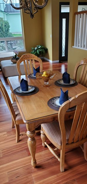 Beautiful Dining Room Set for Sale in Puyallup, WA