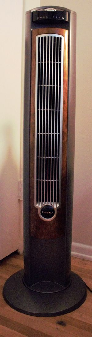 Lasko wind curve tall tower fan with remote for Sale in Arcadia, CA