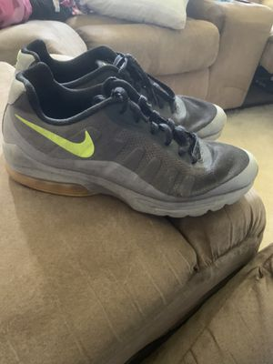 MENS SIZE 9.5 NIKE AIR MAX SHOES for Sale in Brooklyn, OH