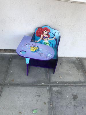 Kids desk w pencil holder for Sale in Alameda, CA