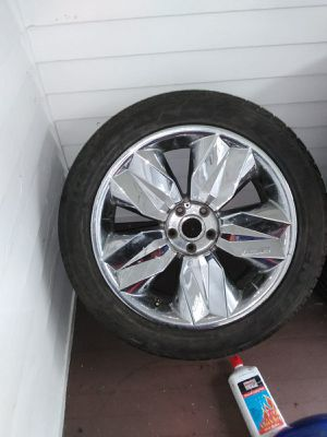 "20"" new tire got new rims had it on a 300 but front tire to big 650 OBO for Sale in Rochester, NY"