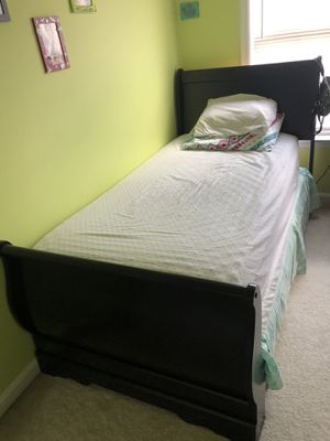 Twin size bed for Sale in Chantilly, VA