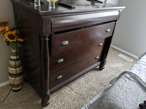 Dresser solid wood for Sale in Colorado Springs, CO