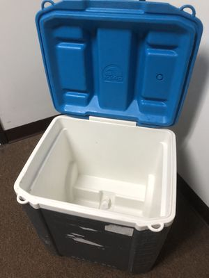 60 QT Igloo Rolling Cooler for Sale in Miami, FL