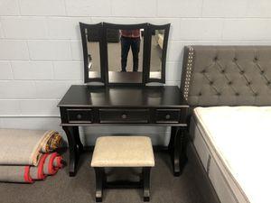 Black Vanity W/ Stool for Sale in Fresno, CA