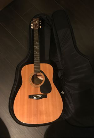 Yamaha acoustic guitar and soft case for Sale in NO POTOMAC, MD