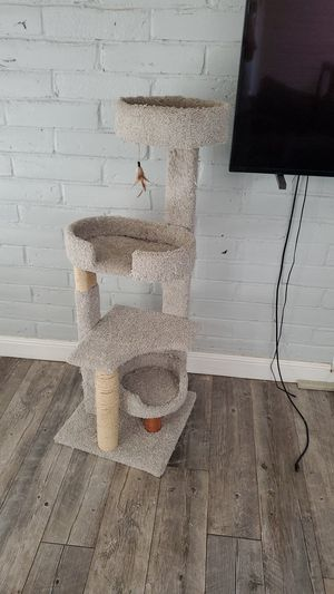 Cat tower 5ft for Sale in Fresno, CA