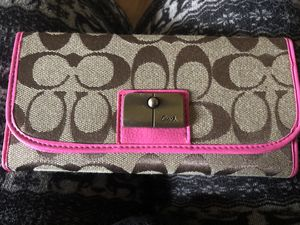 Pink Coach wallet for Sale in East Riverdale, MD