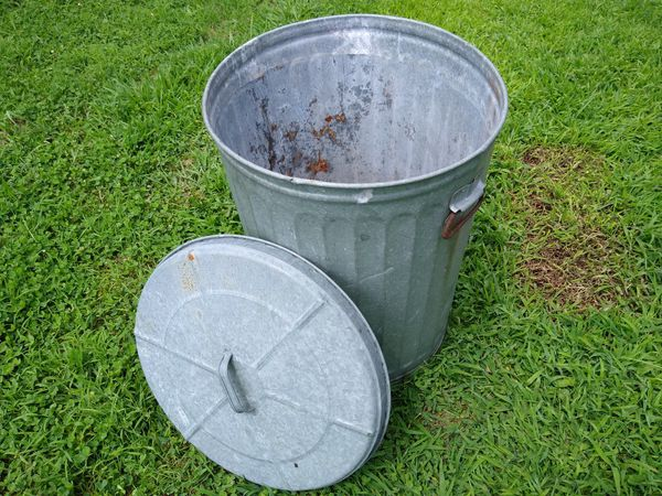 Galvanized can, used, was used to store garden soil, stuff like that. Used. Rusty bottom, see photos. Lid fits tight so rodents can't get in.