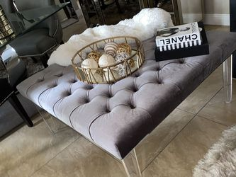 """Tufted Gray Coffee Table Acrylic Leg 42""""x 42""""x 20"""" $80 for Sale in Miami,  FL"""