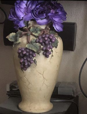 Beautiful decorative flower vase like new no chips or cracks just like you bought in the store for Sale in Pasadena, TX