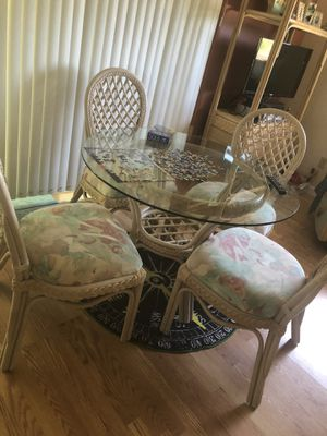 Wicker dining room table with 4 chairs Beachy Dinette furniture for Sale in Ruskin, FL