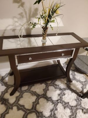 Entrance table for Sale in Lauderhill, FL