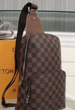 Louis Vuitton Sling Avenue Bag for Sale in Chicago, IL