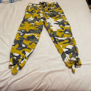 Yellow Camo Pants - L for Sale in Millbrook, AL