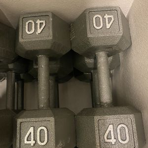 BRAND NEW 40LB PAIR OF CAST IRON HEX DUMBBELLS. Condition is New. Local pickup only. for Sale in Fullerton, CA