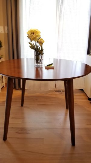 "Crate and barrel dining table 29""Hx41.5""W like brand new condition. for Sale in Tacoma, WA"