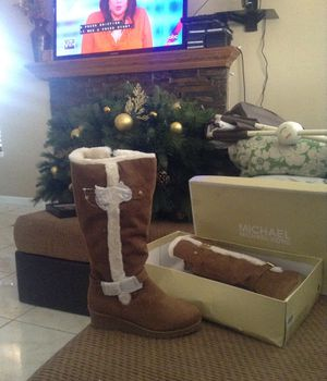 Michael kors boots size 4 for Sale in Las Vegas, NV