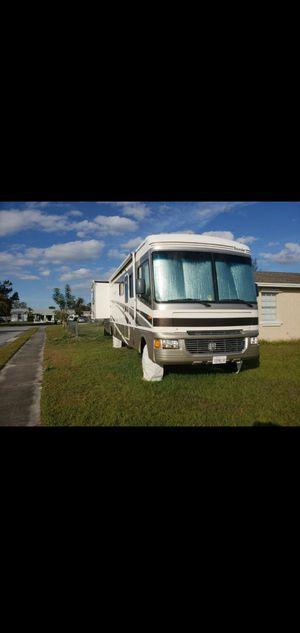 2005 Fleetwood Bounder 35e for Sale in Belle Isle, FL