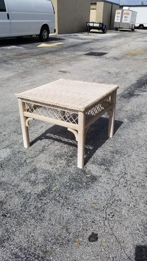 "Wood and Rattan Coffee Table / End Table that's in very good condition! Dimensions: 27""L x 27""W x 21""H for Sale in Delray Beach, FL"