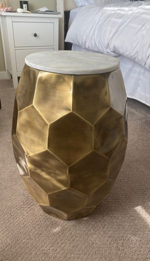 Marble top end table for Sale in Sioux Falls, SD