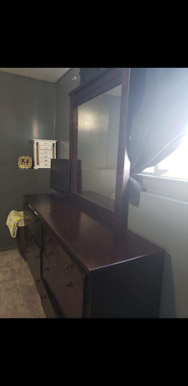 Full bedroom set NEED GONE ASAP