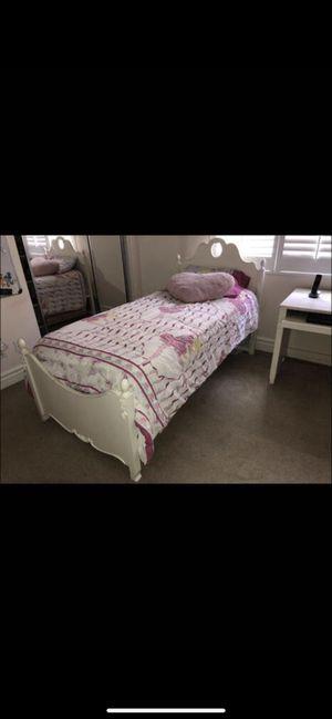 Girls bedroom set for Sale in Laguna Beach, CA