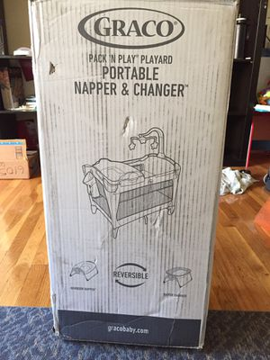 Graco Pack n Play Playard/crib. Portable napper and changer. Reversible from newborn napper to diaper changer for Sale in Wayne, NJ