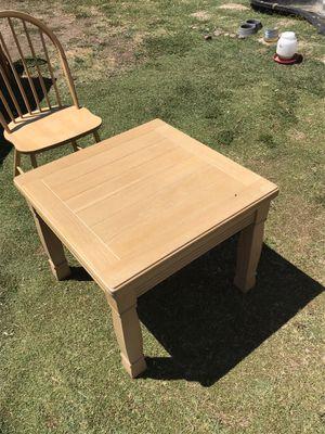 Lane solid oak coffee or end table for Sale in Phoenix, AZ
