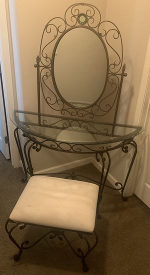 Excellent Condition Antique Vintage Vanity for Sale in Gahanna, OH