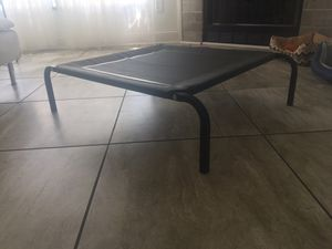 Elevated dog bed. Perfect condition for Sale in Columbus, OH