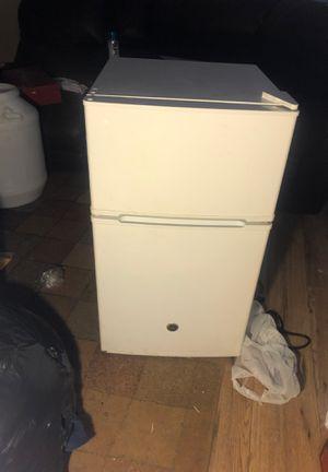 Mini fridge (BEST OFFER) for Sale in Duluth, GA