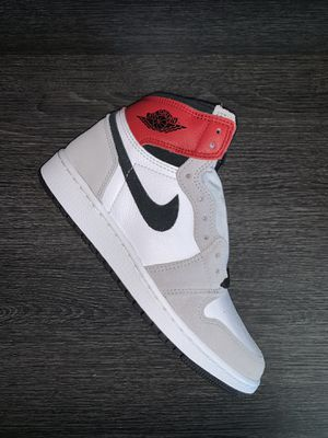 Jordan 1 Retro High Light Smoke Grey (GS) Size 5Y for Sale in Arlington, TX