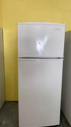 White whirlpool refrigerator for Sale in San Bernardino, CA
