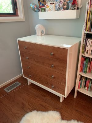 Netto Collection Moderne Crib, Changing Table, dresser for Sale in Chicago, IL