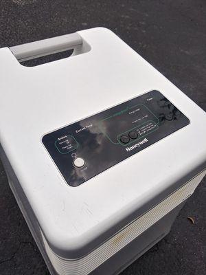 Honeywell Digital Infrared Heater White, With Remote Control, Model HZ-970 for Sale in Vero Beach, FL